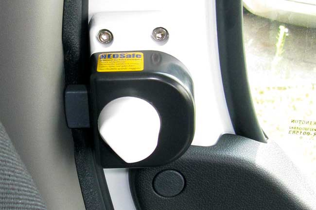 Security lock for cabin doors:  Renault Master, Opel Movano, Nissan NV 400 2010-... and  Iveco Daily 2014 - ....